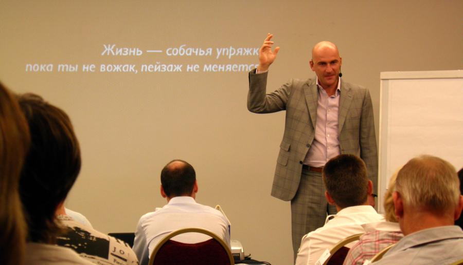 На снимке: Радислав Гандапас (бизнес-тренер)