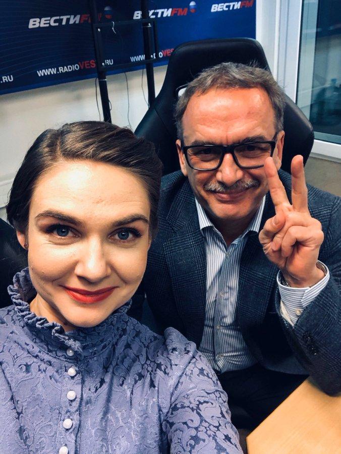 Анна Шафран, Андрей Ильниций в студии радиостанции ВЕСТИ.ФМ